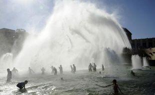 Météorologues et climatologues en sont d'accord: la canicule qui vient de frapper la France ne constitue pas une preuve du réchauffement climatique, mais la multiplication et la sévérité de ces vagues de chaleur sont un signe clair de l'évolution du climat sur la planète.