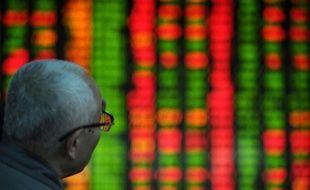 La chute de la Bourse de Shanghai lundi et mardi, directement provoquée par le refus de Pékin d'injecter des liquidités dans le système bancaire, illustre la détermination du gouvernement chinois à resserrer le crédit pour endiguer la spéculation, quitte à freiner la croissance et doucher les attentes des actionnaires, selon les analystes.