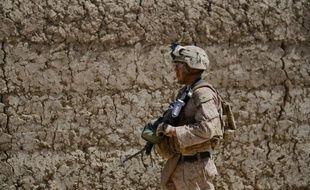 Deux sergents du corps des Marines américains ont été inculpés pour leur implication présumée dans le scandale provoqué par une vidéo mise en ligne sur internet dans laquelle on voit des soldats uriner sur les cadavres de trois Afghans, a annoncé lundi le Pentagone.