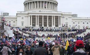 L'invasion violente du Capitole à Washington par des militants pro-Trump alors que le Congrès y était réuni pour certifier la victoire de Joe Biden marque-t-elle un affaiblissement de la démocratie américaine?
