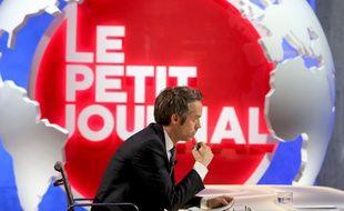 Yann Barthès sur le plateau du «Petit Journal»