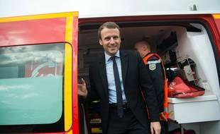 Emmanuel Macron va maintenir les primes et les avantages dont bénéficient les pompiers.