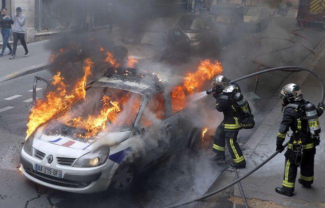 La voiture de police en feu, quai de Valmy à Paris (10e), le 18 mai 2016.