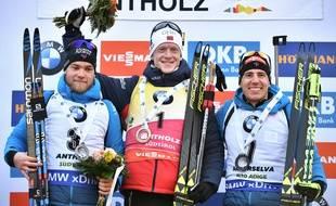 Boe (au centre), Guigonnat (à gauche) et FillonMaillet sur le podium à Anterselva.