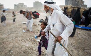 Des réfugiés fuyant les combats dans la ville de Mossoul, en Irak.
