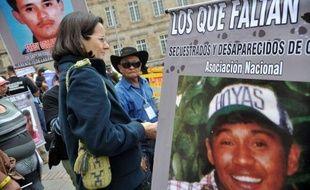 Les négociations entre le gouvernement colombien et la rébellion marxiste des Farc, la plus ancienne guérilla d'Amérique latine, ont été retardées lundi, aucune délégation n'ayant encore rejoint la Norvège, où doit être lancé le processus de paix.