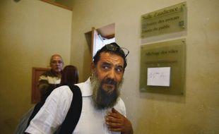 Tzion SylvainSaadoun, enseignant juif poursuivi pour dénonciation mensongère, arrive au palais de justice de Marseille pour y être jugé, le 12 mai 2016