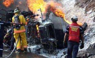 Au moins 14 personnes ont péri et 16 ont été blessées au Venezuela jeudi lorsqu'un camion-citerne rempli d'essence s'est renversé avant d'exploser, provoquant un important incendie sur une route reliant Caracas et Los Teques, dans la périphérie de la capitale.