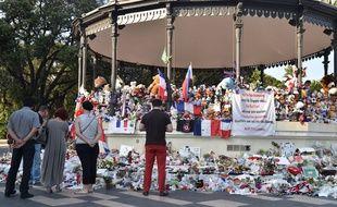 Hommage aux victimes de l'attaque du 14 juillet qui a fait 86 morts ˆ Nice sur la promenade des Anglais ˆ