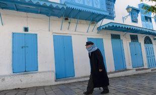 Un passant à Sidi Boussaïd