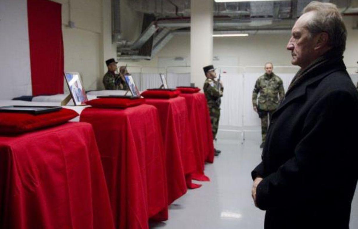 """Le ministre français de la Défense, Gérard Longuet, a indiqué samedi que le soldat afghan qui a tué quatre militaires français la veille en Afghanistan était """"un taliban manifestement infiltré depuis longtemps"""" dans les rangs de l'armée afghane. – Joel Saget afp.com"""