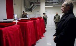 """Le ministre français de la Défense, Gérard Longuet, a indiqué samedi que le soldat afghan qui a tué quatre militaires français la veille en Afghanistan était """"un taliban manifestement infiltré depuis longtemps"""" dans les rangs de l'armée afghane."""