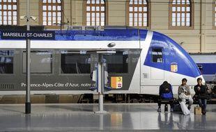 Un train TER en gare de Marseille.