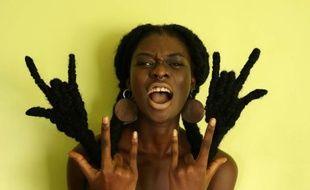 Laetitia Ky sculpte ses cheveux pour faire passer des messages féministes