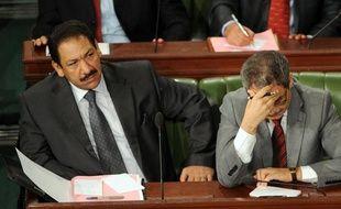 Le ministre de l'Intérieur tunisien, Lofti ben Jeddou (à g.), et son homologue de la Justice, Nadhir ben Ammou, le 19 septembre à l'Assemblée nationale constituante de Tunis.