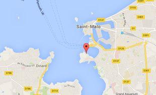Le décès du plongeur a été constaté à 12h25 samedi.
