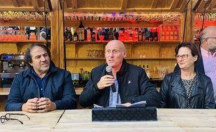 Bernard Laporte (au centre) lors de son meeting à Bordeaux.