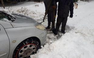 Une famille est bloquée depuis douze jours dans sa maison à cause de la neige.