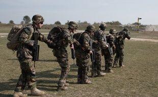Entraînement des militaires du 41e RT de Douai qui doivent partir en mission Barkhane au Mali.