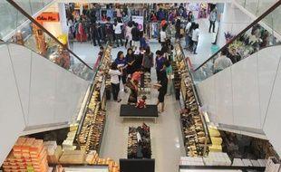 Deux ans après le départ de la junte birmane et l'ouverture au monde d'un pays reclus pendant 50 ans, la révolution s'installe en tête de gondole: les marques du monde entier se ruent sur un marché de 60 millions d'habitants, avide de produits étrangers.