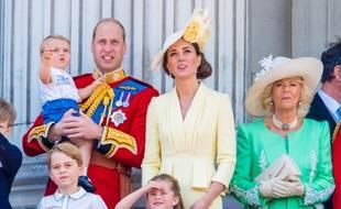 Les Cambridge au complet: William, Catherine et leurs enfants Louis, Georges et Charlotte, aux côtés de Camilla, duchesse de Cornouailles