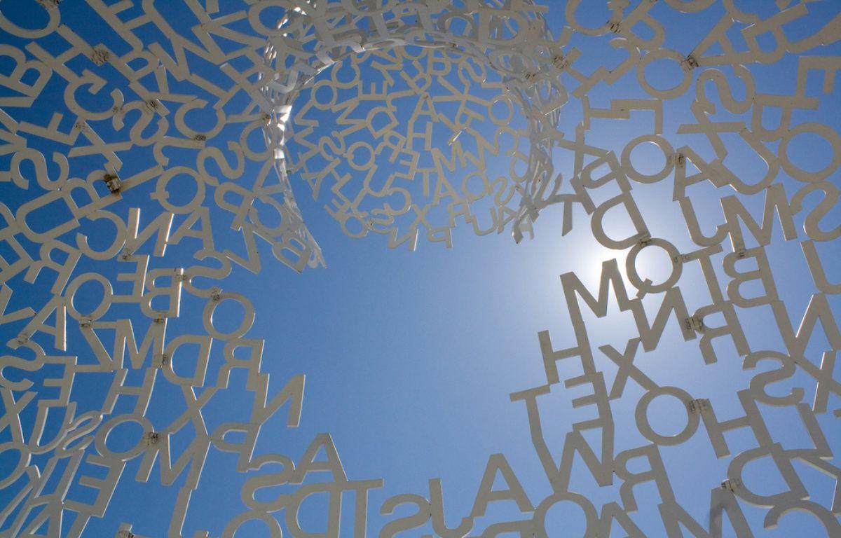 Si l'on part du principe qu'un roman est d'abord un ensemble de lettres... (Sculpture de Jaume Plensa, jardin Frederik Meijer, Michigan)  – Flickr/psycho-pics