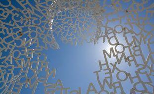 Si l'on part du principe qu'un roman est d'abord un ensemble de lettres... (Sculpture de Jaume Plensa, jardin Frederik Meijer, Michigan)