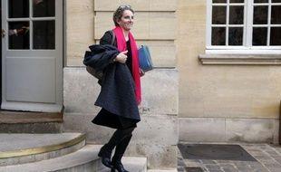 """L'alignement """"progressif"""" de la fiscalité du diesel sur celle de l'essence est une question """"de santé publique"""" avant d'être une question fiscale et est """"incontournable"""", a indiqué jeudi la ministre de l'Ecologie Delphine Batho sur BFM-TV."""