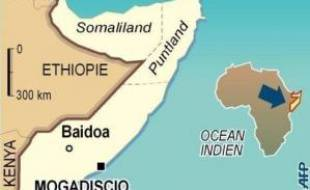 La capitale somalienne Mogadiscio était en proie au chaos dimanche, ravagée par de nouveaux combats qui poussaient les civils à prendre la fuite, tandis que des soldats éthiopiens ont tiré sur des manifestants, tuant trois d'entre eux.