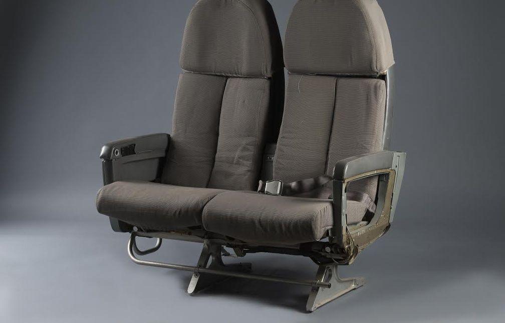 toulouse fauteuils pneu des morceaux de concorde vendus aux ench res. Black Bedroom Furniture Sets. Home Design Ideas
