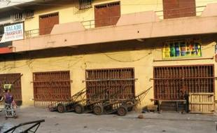 Des commerces fermés à Conakry, le 15 février 2016
