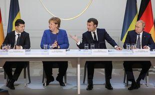 Le président ukrainien Volodymyr Zelensky (gauche), Angela Merkel, Emmanuel Macron et Vladimir Poutine lors d'un sommet organisé à Paris le 9 décembre 2019.