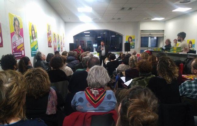 Des sympathisants du Printemps marseillais assistent à une formation pour devenir assesseur dans un bureau de vote