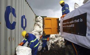 Des dizaines de tonnes de déchets ont été récupérés sur les pentes de l'Everest.