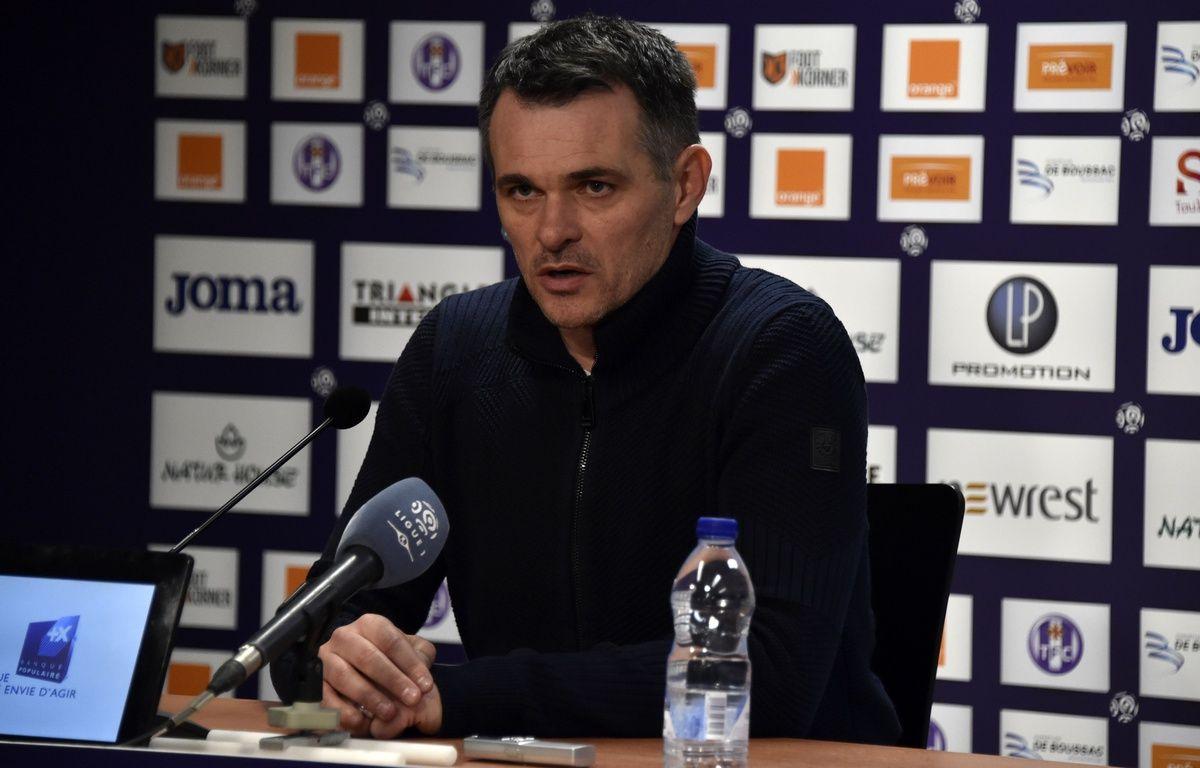 Willy Sagnol lors de sa dernière conférence de presse en tant qu'entraîneur des Girondins, le 12 mars 2016 à Toulouse.  AFP PHOTO/ PASCAL PAVANI – AFP