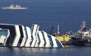 L'épave du Concordia, le 13 février 2012 près de l'île du Giglio, en Toscane.