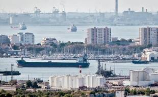 Les pétroliers attendaient hier dans la rade de Fos.
