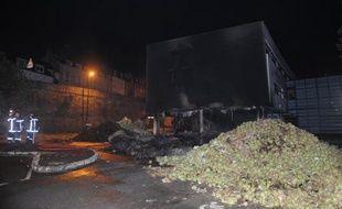 Le centre des Impôts incendié le 20 septembre 2014 à Morlaix par des légumiers en colère
