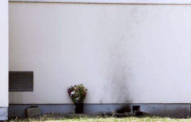 Des traces laissées par l'immolation par le feu d'un salarié de France Telecom-Orange, sur le site de Mérignac, le 26 avril 2011.