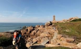 Le phare de Mean Ruz à Ploumanac'h (Côtes d'Armor) sur la Côte de granit rose.