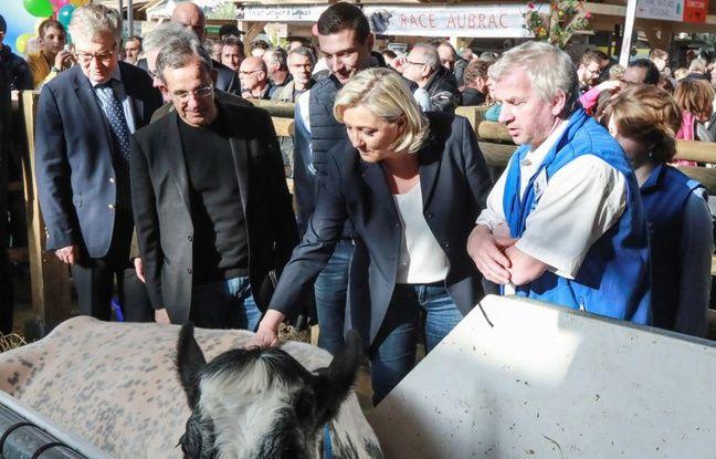 Au Salon de l'Agriculture, Jordan Bardella prend la lumière aux côtés de Marine Le Pen