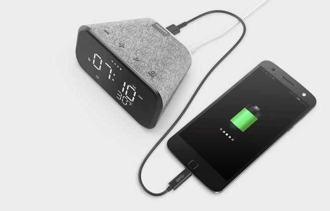 Le nouveau réveil Smart Clock Essential est intelligent et recharge les smartphones.