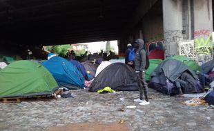 Situé dans l'est de Paris, le campement du Millénaire concentrait  majoritairement des personnes originaires de la Corne de l'Afrique. Il a été évacué le 30 mai 2018.
