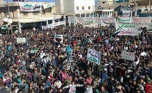 La Ligue arabe, sous pression pour saisir l'ONU sur le dossier syrien, devrait prolonger d'un mois sa mission en Syrie malgré les critiques grandissantes, la présence des observateurs n'ayant pas permis de mettre fin à dix mois d'effusion de sang.