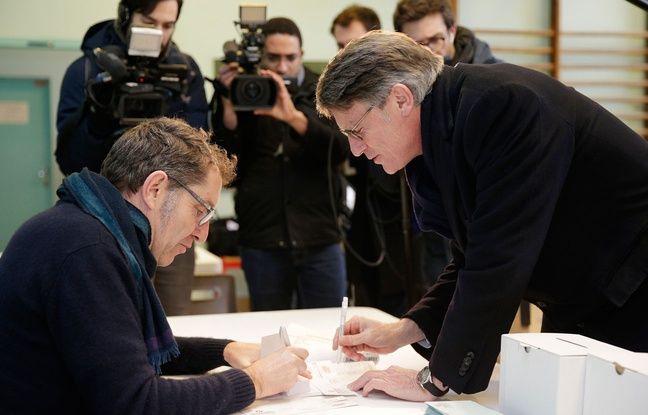 Vincent Peillon a voté ce dimanche matin dans son bureau de vote parisien du Ve arrondissement.