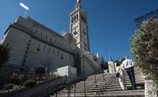 Bientôt, vous pourrez échapper à la montée des marches vers Notre-Dame-de-la-Garde grâce au téléphérique.