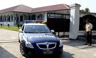 Arthur Desclaux a quitté le tribunal dans une voiture de police après son procès à Naypyitaw le 27 février 2019.