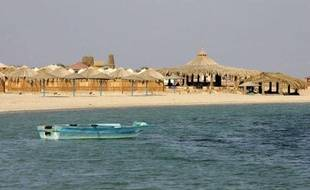 Deux touristes, un Arabe israélien et une Norvégienne, enlevés vendredi dans la péninsule égyptienne du Sinaï, ont été libérés mardi, a-t-on appris de sources égyptiennes et norvégiennes.