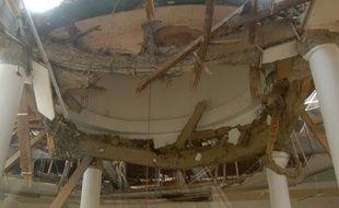 Une mosquée endommagée par le séisme qui a touché l'Indonésie le 2 septembre 2009.