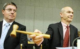 Le directeur de l'OMC, Pascal Lamy (D), ouvre les négociations à Genève (Suisse) le 21 juillet 2008, à côté de l'ambassadeur australien auprès de l'OMC, Bruce Gosper